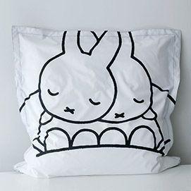 Miffy Dreambag Large grosse schwarz-weißer Sitzsack. Design von Mr Maria - Vorderansicht 130x130cm