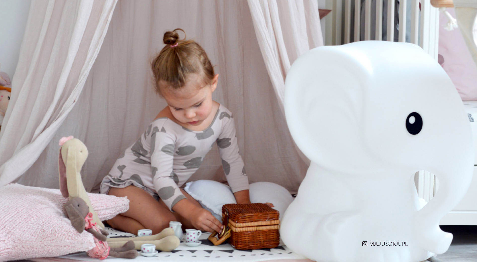 Anana Lamp Cloud elephant from Mr Maria Girl nursery room rabbit dolls and teaset